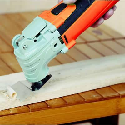 Velocidad variable 10000-20000 opm para obtener el máximo control en todas las tareas y plato para lijar con extracción integrada del polvo para mantener limpio el área de trabajo