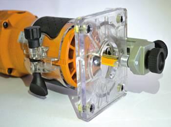 Electrofresadora cmt con dispositivo di guiado con guía para obtener cortes curvos y finos.